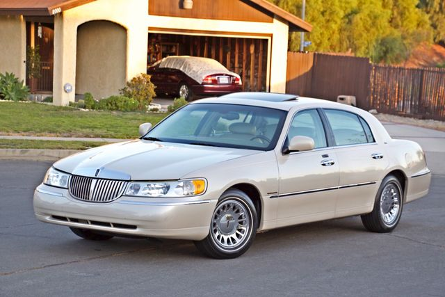 2002 Lincoln TOWN CAR CARTIER ONLY 78K MLS AUTOMATIC NEW TIRES 1-OWNER Woodland Hills, CA 2