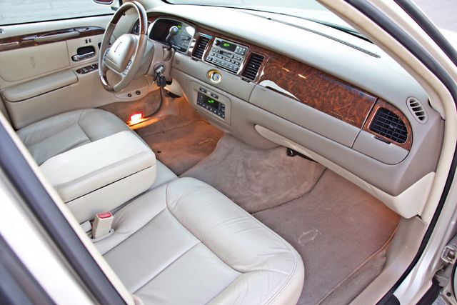 2002 Lincoln TOWN CAR CARTIER ONLY 78K MLS AUTOMATIC NEW TIRES 1-OWNER Woodland Hills, CA 27