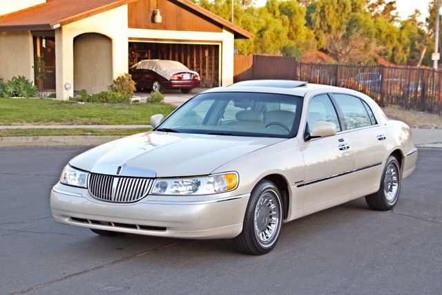 2002 Lincoln TOWN CAR CARTIER ONLY 78K MLS AUTOMATIC NEW TIRES 1-OWNER Woodland Hills, CA 10