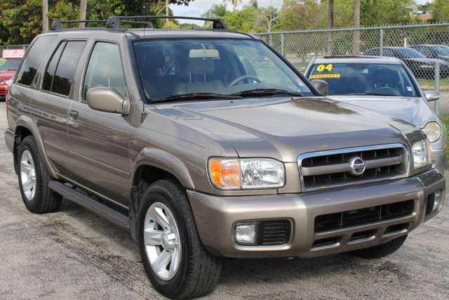 2002 Nissan Pathfinder LE  LEATHER 2 OWNERS BOSE FACTORY SOUND  This Nissan Pathfinder is