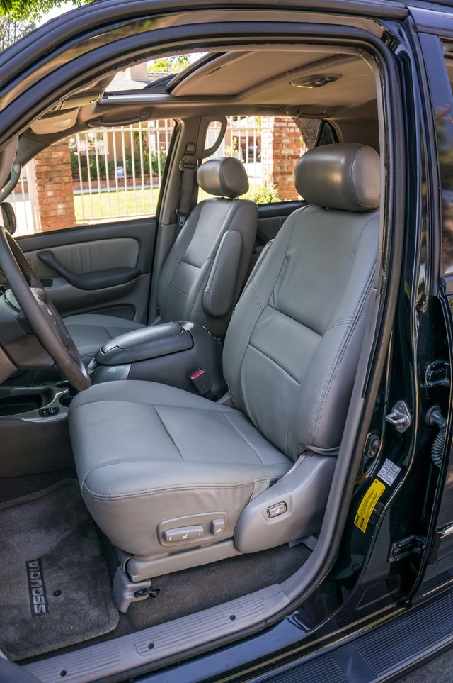 2002 Toyota Sequoia Limited - AUTO - SUNROOF - 3RD ROW - 1-OWNER Reseda, CA 23