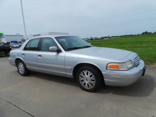 2003 Ford Crown Victoria LX Cape Girardeau, Missouri 0