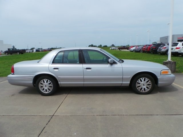 2003 Ford Crown Victoria LX Cape Girardeau, Missouri 1