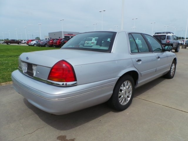 2003 Ford Crown Victoria LX Cape Girardeau, Missouri 2