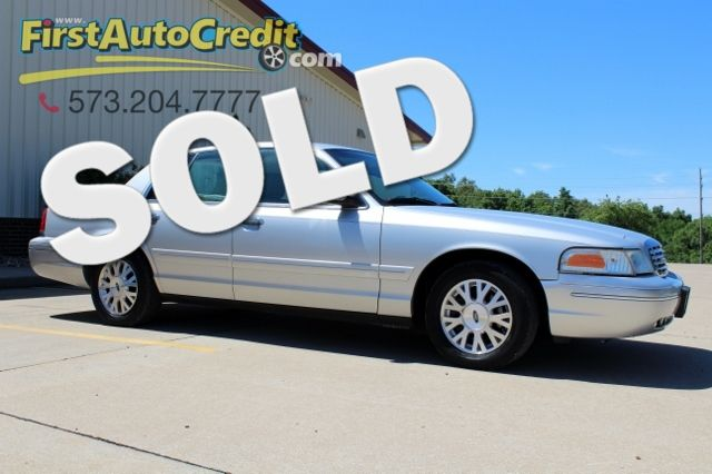 2003 Ford Crown Victoria LX | Jackson , MO | First Auto Credit in Jackson  MO