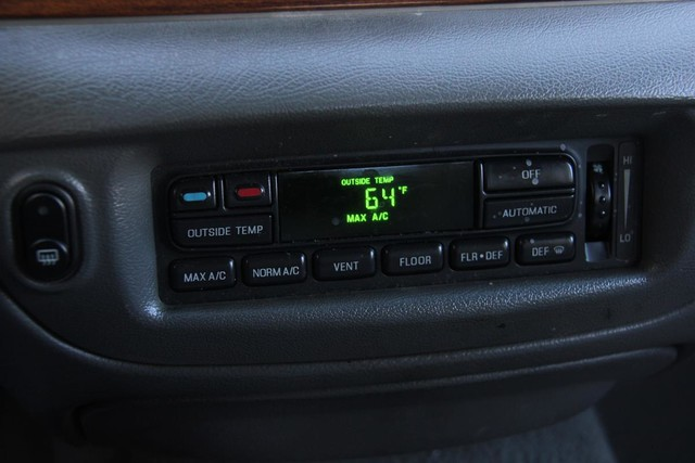 2003 Ford Crown Victoria LX Santa Clarita, CA 19