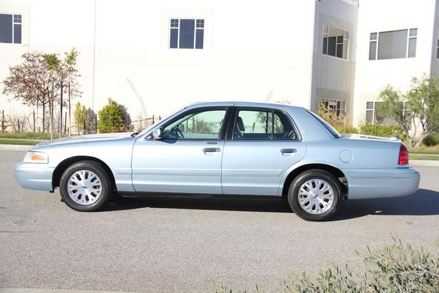 2003 Ford Crown Victoria LX Santa Clarita, CA 11