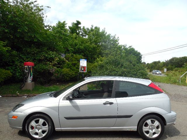 2003 Ford Focus ZX3 Leesburg, Virginia 3