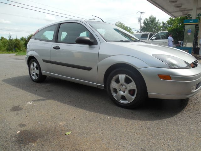 2003 Ford Focus ZX3 Leesburg, Virginia 1