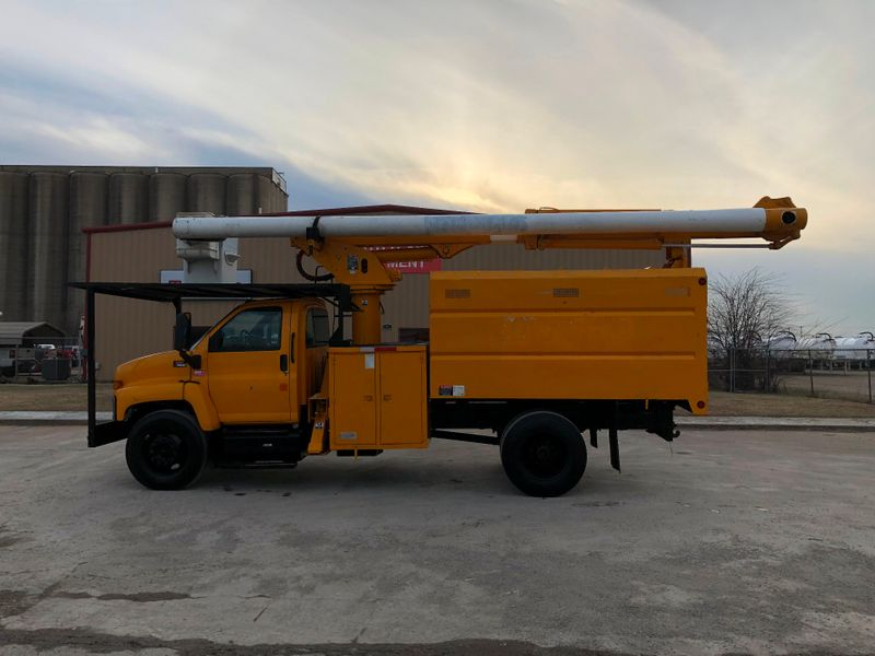 2003 GMC C7500 FORESTRY BUCKET TRUCK   city TX  North Texas Equipment  in Fort Worth, TX