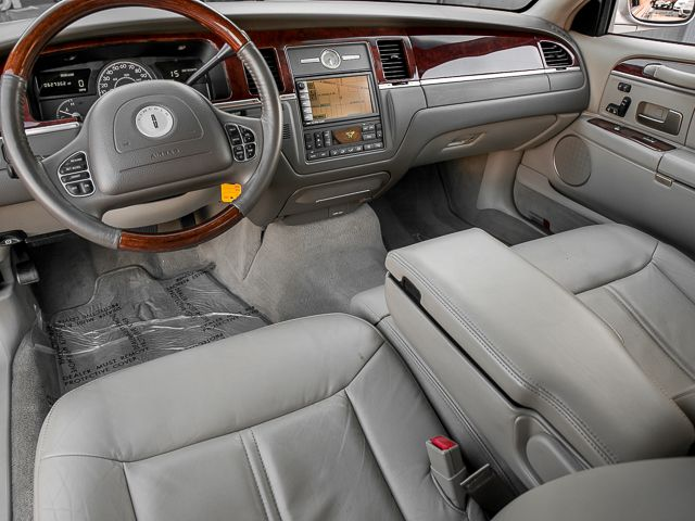2003 Lincoln Town Car Cartier L Burbank, CA 9