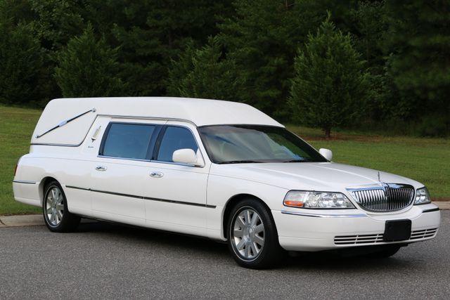 2003 Lincoln TOWN CAR  HEARSE EUREKA CONVERSION Mooresville, North Carolina 6
