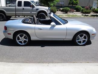 2003 Mazda MX-5 Miata Convertible Bend, Oregon 3