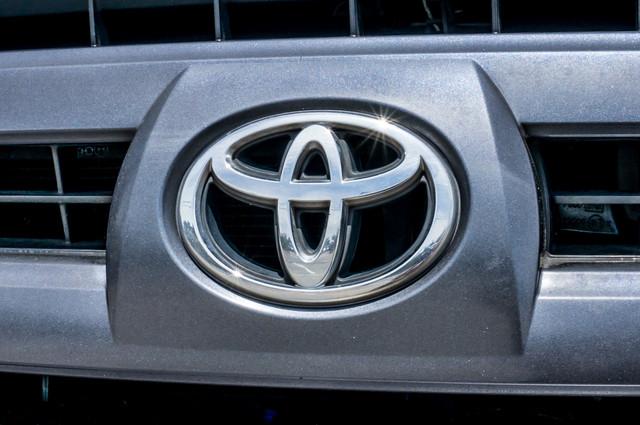 2003 Toyota 4Runner SR5 V8 - SUNROOF - NAVI - TOW PKG Reseda, CA 44