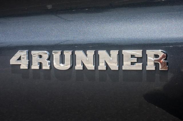 2003 Toyota 4Runner SR5 V8 - SUNROOF - NAVI - TOW PKG Reseda, CA 43