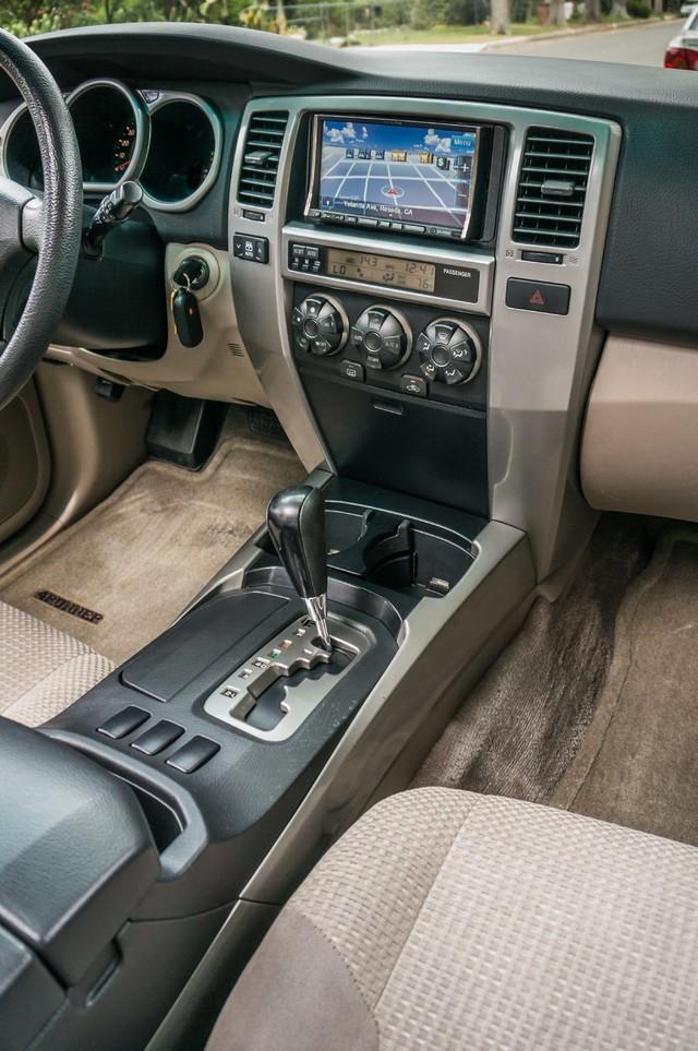 2003 Toyota 4Runner SR5 V8 - SUNROOF - NAVI - TOW PKG Reseda, CA 19