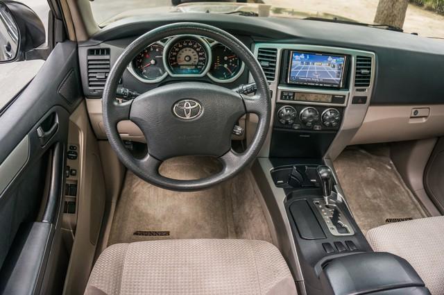 2003 Toyota 4Runner SR5 V8 - SUNROOF - NAVI - TOW PKG Reseda, CA 18