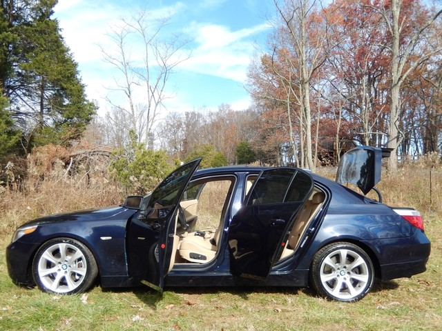 2004 BMW 545i 6-SPEED MANUAL W/SPORT/PREMIUM/NAVIGATION Leesburg, Virginia 8
