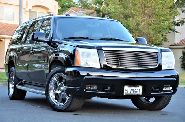 2004 Cadillac Escalade ESV 4WD - SUNROOF - LTHR - DVD - 3RD ROW Reseda, CA 2