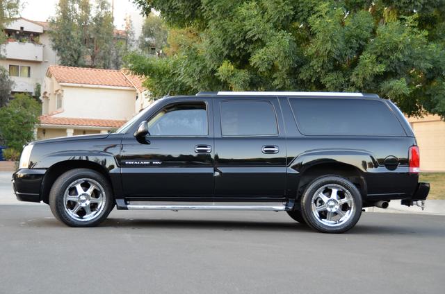 2004 Cadillac Escalade ESV 4WD - SUNROOF - LTHR - DVD - 3RD ROW Reseda, CA 19
