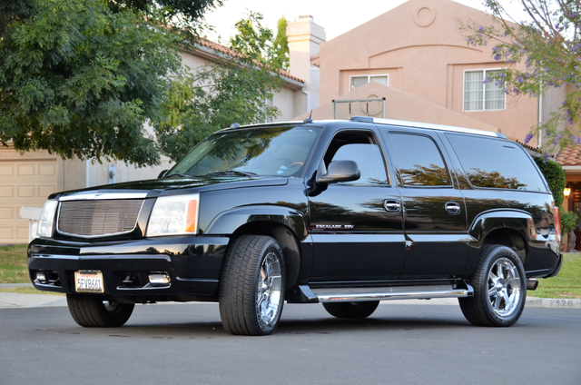 2004 Cadillac Escalade ESV 4WD - SUNROOF - LTHR - DVD - 3RD ROW Reseda, CA 11