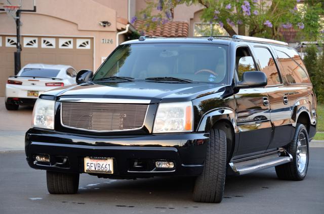 2004 Cadillac Escalade ESV 4WD - SUNROOF - LTHR - DVD - 3RD ROW Reseda, CA 1