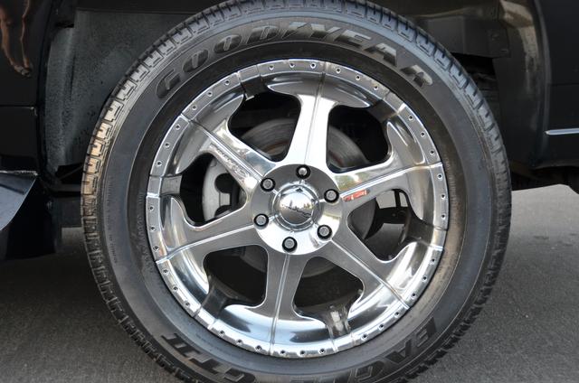 2004 Cadillac Escalade ESV 4WD - SUNROOF - LTHR - DVD - 3RD ROW Reseda, CA 21