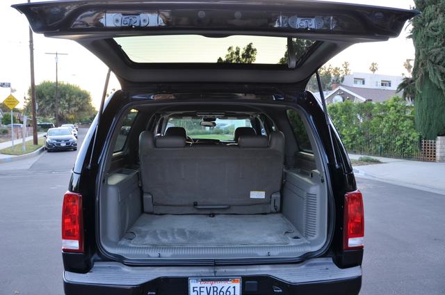 2004 Cadillac Escalade ESV 4WD - SUNROOF - LTHR - DVD - 3RD ROW Reseda, CA 22