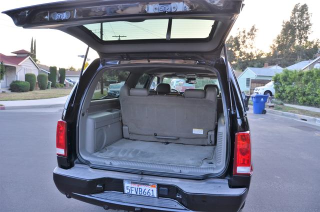 2004 Cadillac Escalade ESV 4WD - SUNROOF - LTHR - DVD - 3RD ROW Reseda, CA 23
