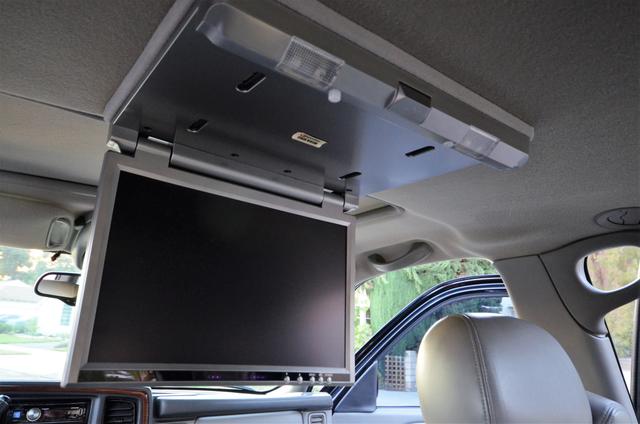 2004 Cadillac Escalade ESV 4WD - SUNROOF - LTHR - DVD - 3RD ROW Reseda, CA 24
