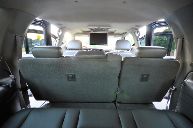 2004 Cadillac Escalade ESV 4WD - SUNROOF - LTHR - DVD - 3RD ROW Reseda, CA 25