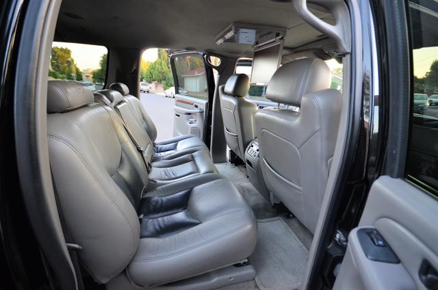2004 Cadillac Escalade ESV 4WD - SUNROOF - LTHR - DVD - 3RD ROW Reseda, CA 26