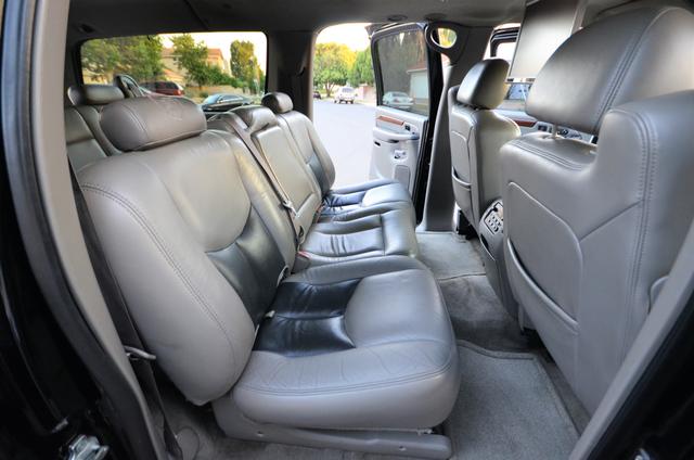 2004 Cadillac Escalade ESV 4WD - SUNROOF - LTHR - DVD - 3RD ROW Reseda, CA 27