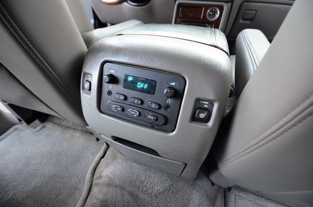 2004 Cadillac Escalade ESV 4WD - SUNROOF - LTHR - DVD - 3RD ROW Reseda, CA 28