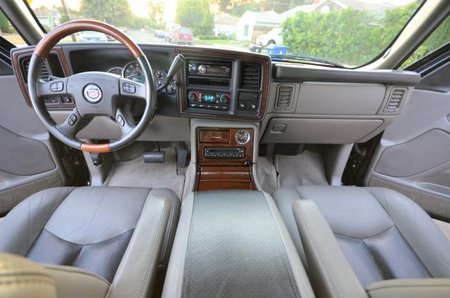 2004 Cadillac Escalade ESV 4WD - SUNROOF - LTHR - DVD - 3RD ROW Reseda, CA 6