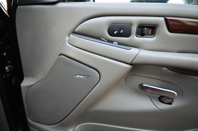 2004 Cadillac Escalade ESV 4WD - SUNROOF - LTHR - DVD - 3RD ROW Reseda, CA 10