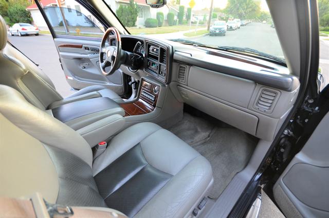 2004 Cadillac Escalade ESV 4WD - SUNROOF - LTHR - DVD - 3RD ROW Reseda, CA 29