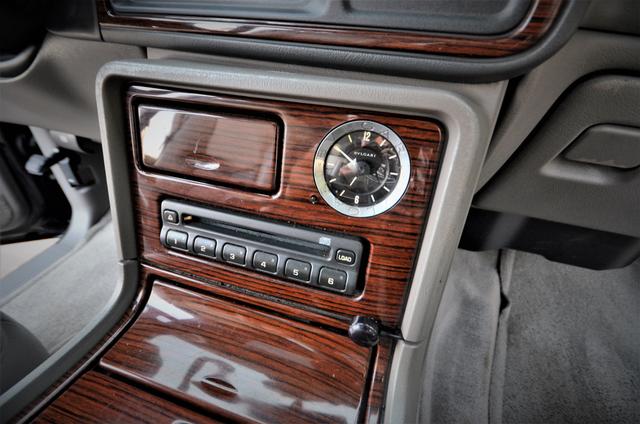 2004 Cadillac Escalade ESV 4WD - SUNROOF - LTHR - DVD - 3RD ROW Reseda, CA 9