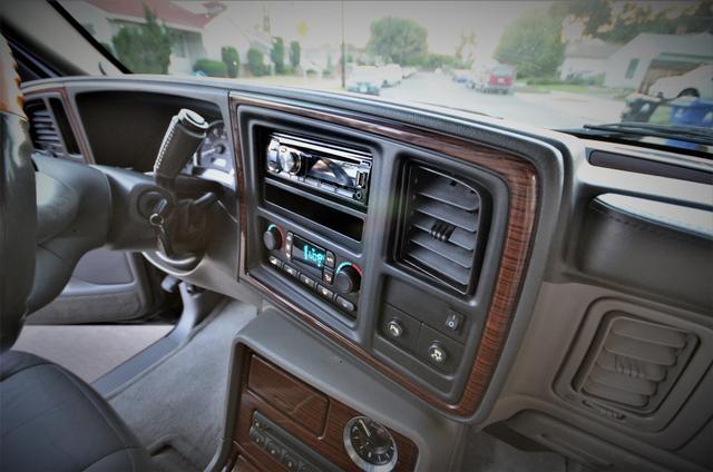 2004 Cadillac Escalade ESV 4WD - SUNROOF - LTHR - DVD - 3RD ROW Reseda, CA 30