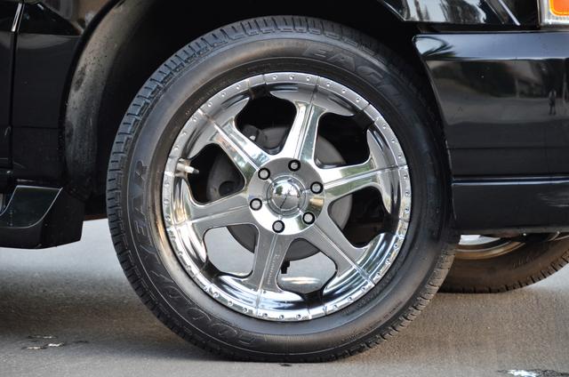 2004 Cadillac Escalade ESV 4WD - SUNROOF - LTHR - DVD - 3RD ROW Reseda, CA 14