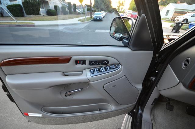 2004 Cadillac Escalade ESV 4WD - SUNROOF - LTHR - DVD - 3RD ROW Reseda, CA 32