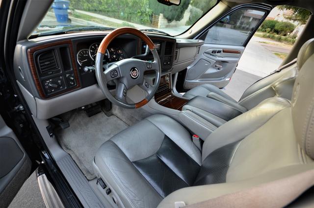 2004 Cadillac Escalade ESV 4WD - SUNROOF - LTHR - DVD - 3RD ROW Reseda, CA 33