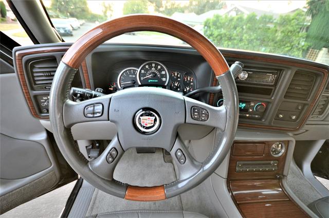 2004 Cadillac Escalade ESV 4WD - SUNROOF - LTHR - DVD - 3RD ROW Reseda, CA 5