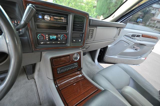 2004 Cadillac Escalade ESV 4WD - SUNROOF - LTHR - DVD - 3RD ROW Reseda, CA 34