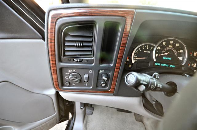 2004 Cadillac Escalade ESV 4WD - SUNROOF - LTHR - DVD - 3RD ROW Reseda, CA 35