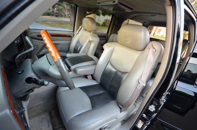 2004 Cadillac Escalade ESV 4WD - SUNROOF - LTHR - DVD - 3RD ROW Reseda, CA 38