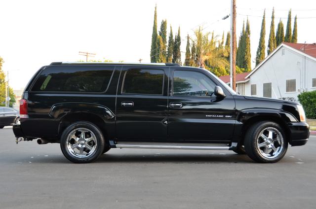 2004 Cadillac Escalade ESV 4WD - SUNROOF - LTHR - DVD - 3RD ROW Reseda, CA 15