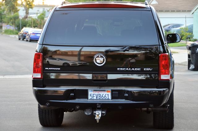 2004 Cadillac Escalade ESV 4WD - SUNROOF - LTHR - DVD - 3RD ROW Reseda, CA 17
