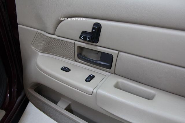 2004 Ford Crown Victoria LX Richmond, Virginia 17