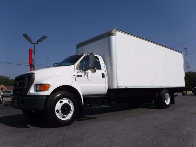 2004 Ford F750 22FT Box Truck in Ephrata PA